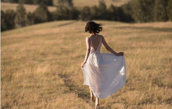 怎么挽回分手后态度很坚决的女友,我对挽回女友依然抱有一丝希望