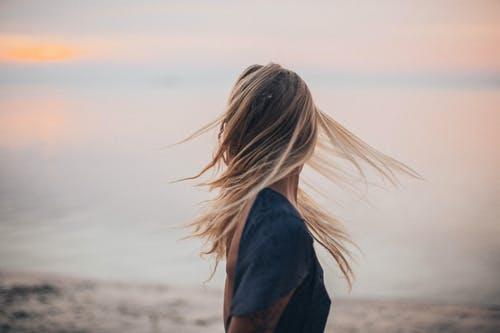 女友喜欢别人了我想挽回,失恋了怎么挽回女友