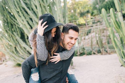 女友现在态度越来越冷漠了,有什么挽回爱情的方法吗
